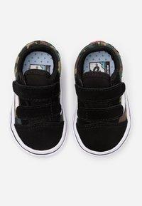 Vans - COMFYCUSH OLD SKOOL - Sneakers basse - black/true white - 3