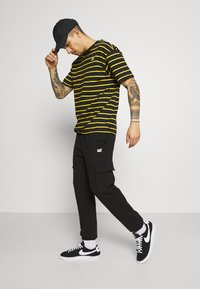 Caterpillar - Pantalones deportivos - black - 3