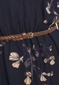 Vero Moda Petite - VMANNIE BELT SHORT DRESS PETITE - Day dress - night sky - 4