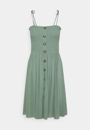 ONLANNIKA SMOCK DRESS - Denní šaty - chinois green