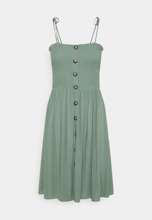 ONLANNIKA SMOCK DRESS - Korte jurk - chinois green