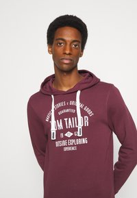TOM TAILOR - HOODIE WITH PRINT - Hoodie - dusty wildberry red - 3