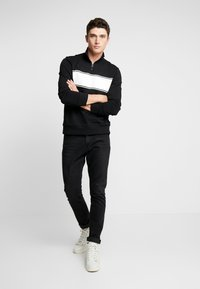 Calvin Klein - COLOR BLOCK LOGO ZIP MOCK - Mikina na zip - black - 1