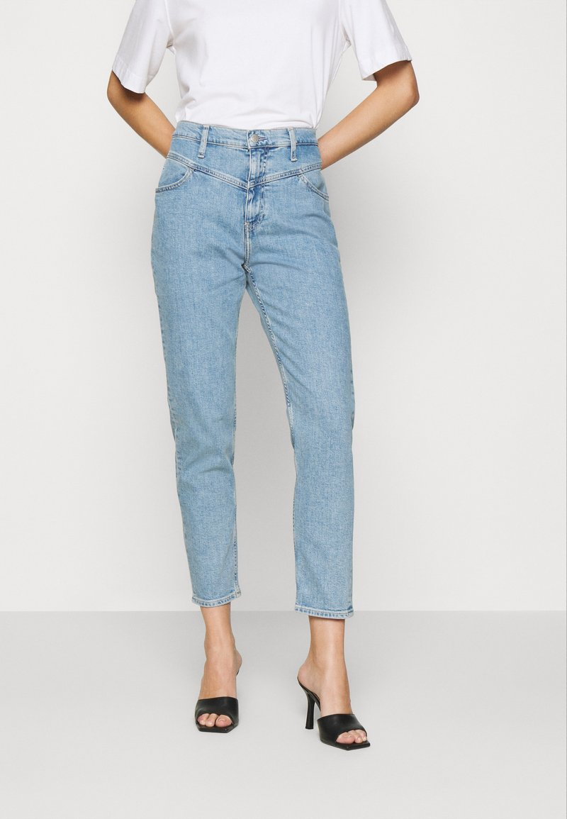 Calvin Klein Jeans - MOM  - Straight leg jeans - light blue yoke