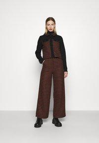 Fashion Union - JOHNNY TROUSER - Kalhoty - camel - 1