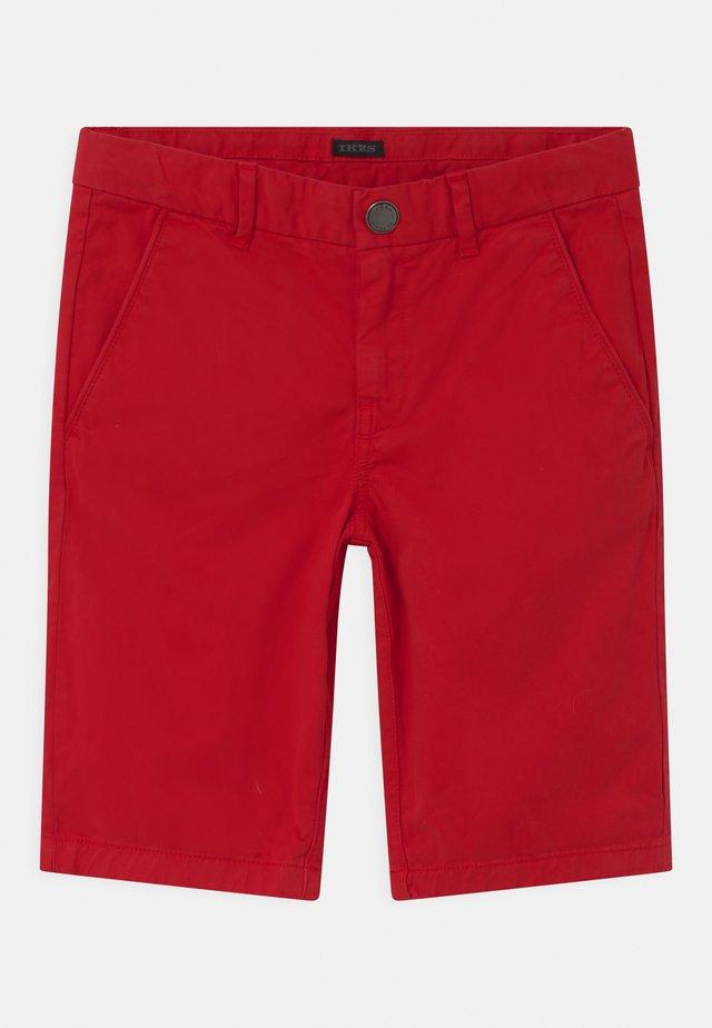 BERMUDA - Shorts - rouge moyen