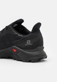 Salomon - ALPHACROSS BLAST GTX - Trail running shoes - black - 5