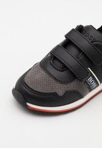 BOSS Kidswear - TRAINERS - Baskets basses - medium grey - 5
