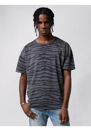 CAMO ARNE - Print T-shirt - vintage grey