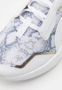 Puma - PROVOKE XT UNTMD UNISEX  - Chaussures d'entraînement et de fitness - white/metallic silver/castlerock - 5