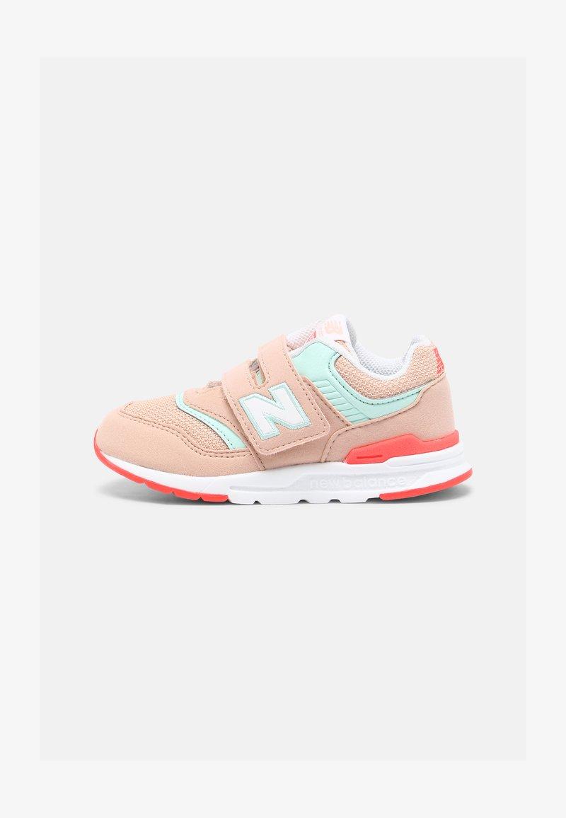 New Balance - IZ997HSG - Sneakers - pink