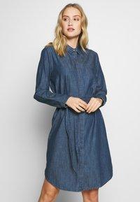 TOM TAILOR - DRESS WITH TIE - Denimové šaty - dark stone wash denim - 0