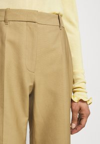 Victoria Beckham - WIDE BOOTCUT TROUSER - Trousers - taupe - 3