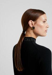 Calvin Klein Jeans - NECK LOGO FITTED DRESS - Pouzdrové šaty - black - 5