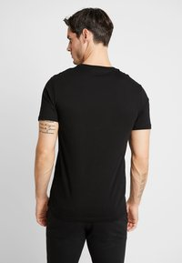 Pier One - T-shirt z nadrukiem - black - 2