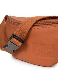 Eastpak - SPRINGER - Bum bag - brown - 3