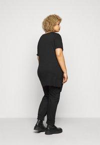 Evans - LEOPARD PRINT TEE - Print T-shirt - black - 2