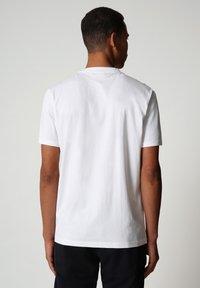 Napapijri - SALYA - T-shirt med print - bright white - 2