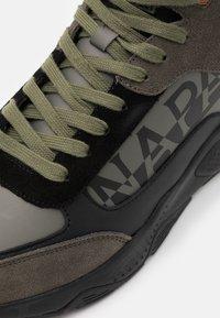 Napapijri - Sneakersy wysokie - green/black - 5