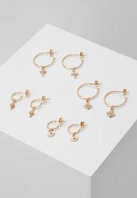 Pieces - PCNAOMI HOOP EARRINGS 4 PACK - Earrings - gold-coloured/green - 0