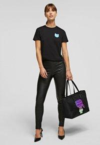 KARL LAGERFELD - T-Shirt basic - black - 1