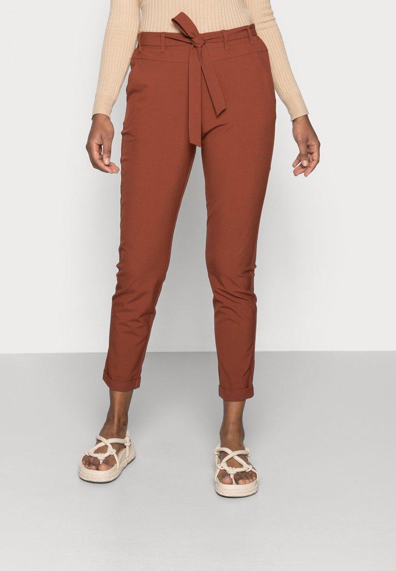 Kaffe - JILLIAN BELT PANT - Trousers - cherry mahogany