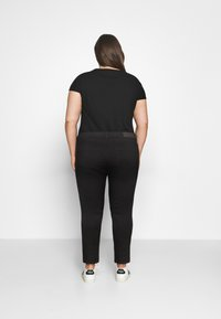 ONLY Carmakoma - CARAUGUSTA BUTTON - Jeans Skinny Fit - black - 2
