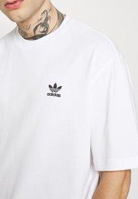 adidas Originals - TREFOIL TEE - Camiseta estampada - white/black - 6
