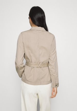 VMFLAME CARGO BELT JACKET - Summer jacket - beige