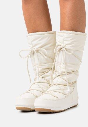 Winter boots - cream