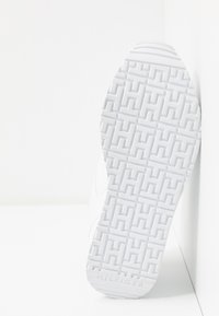 Tommy Hilfiger - DRESSY WEDGE  - Sneakers basse - white - 6
