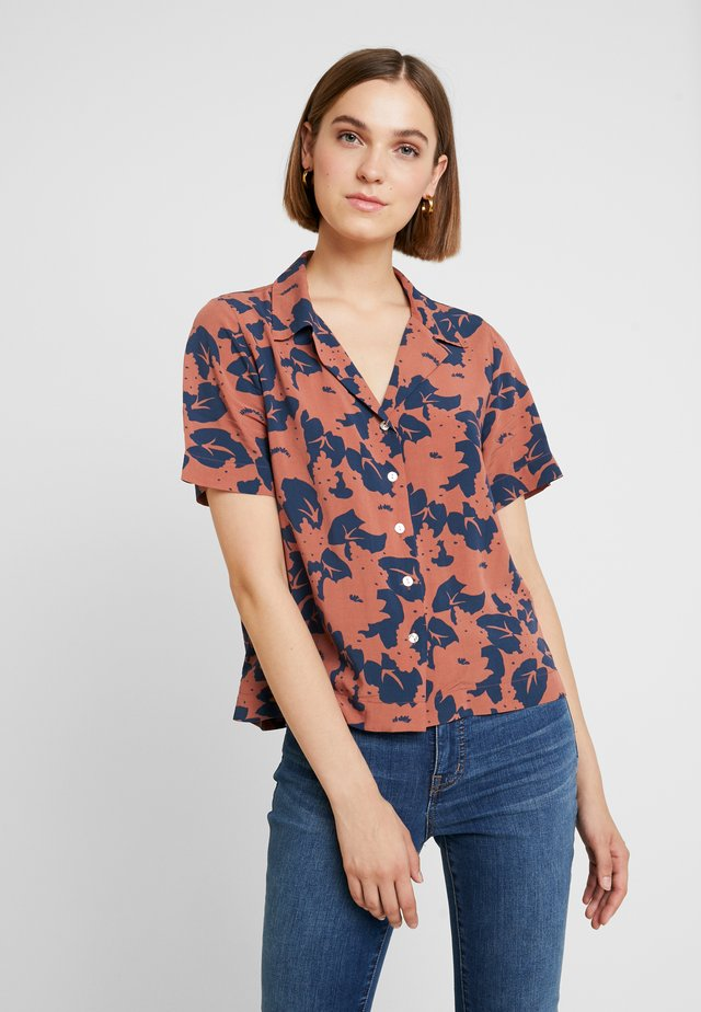 MANHATTAN - Button-down blouse - cognac/navy