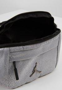 Jordan - ELE JACQUARD CROSSBODY - Bum bag - wolf grey - 5