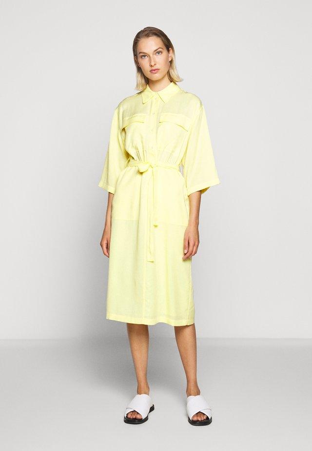 Sukienka koszulowa - yellow