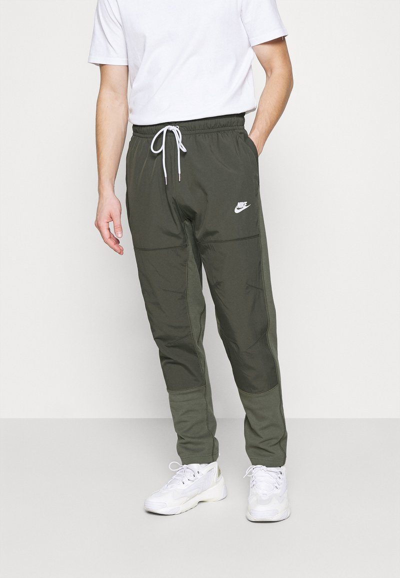 Nike Sportswear - PANT - Træningsbukser - twilight marsh/newsprint/ice silver/white