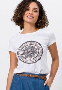 zero - Print T-shirt - white - 0