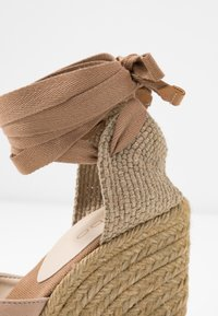 ALDO - MUSCHETT - Wedge sandals - bone - 2