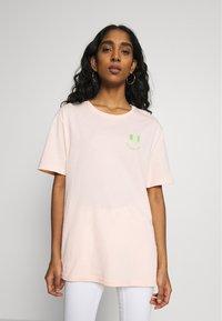 YOURTURN - T-shirt med print - pink - 2