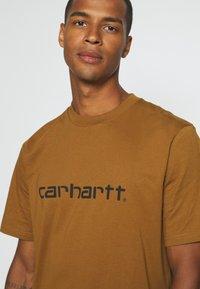 Carhartt WIP - SCRIPT - Print T-shirt - hamilton brown/black - 4