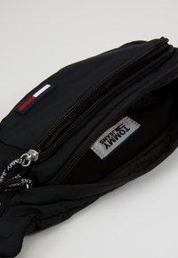 Tommy Jeans - TJM CAMPUS  BUMBAG - Bæltetasker - black - 4