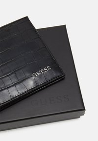 Guess - BO FLAT BILLFOLD - Monedero - black - 3