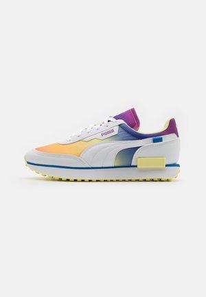 FUTURE RIDER PRIDE UNISEX - Sneakers laag - white
