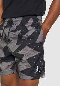 Jordan - JUMPMAN POOLSIDE - Kraťasy - smoke grey/white - 4