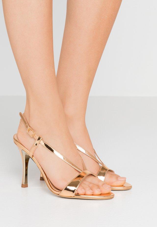 OCCASION - Sandalias de tacón - oro