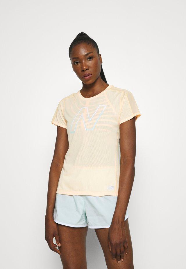 IMPACT RUN SHORT SLEEVE - Print T-shirt - light mango