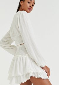 PULL&BEAR - MIT COLOUR-BLOCK - A-line skirt - white - 3