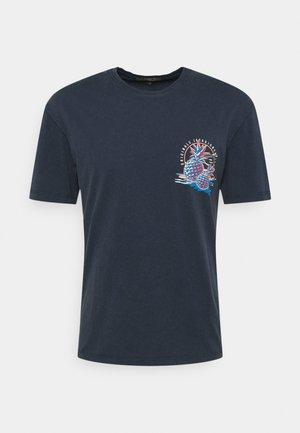 JORTROPICANACARD TEE CREW NECK - T-shirt med print - navy blazer