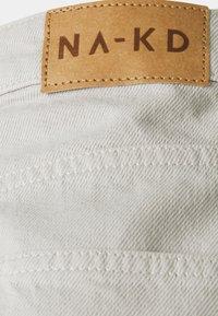 NA-KD Tall - HIGH WAIST RAW HEM - Jeans relaxed fit - light grey - 2