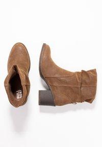 Bullboxer - Classic ankle boots - brown - 3
