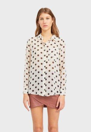 06083590 - Button-down blouse - white